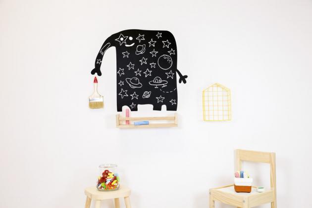 Popisovací nálepka na stěnu ve tvaru slona, velikost archu 41 × 58 cm, cena 1 350 Kč, www.space4kids.cz