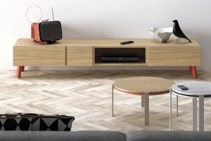 Nízký stolek L07 (Vive), materiály na výběr, 215 × 45 × 37 cm, cena od 28 200 Kč, www.onespace.cz