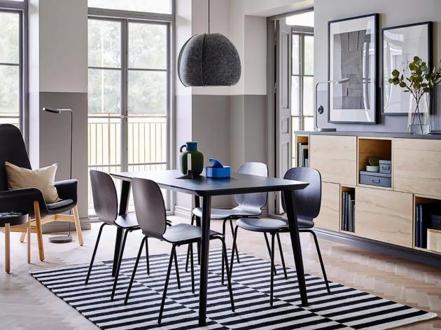 Jídelní stůl Lisabo (IKEA), deska jasanová dýha, nohy masivní bříza, cena 3 490 Kč, židle Svenbertil, cena 999 Kč, www.ikea.cz