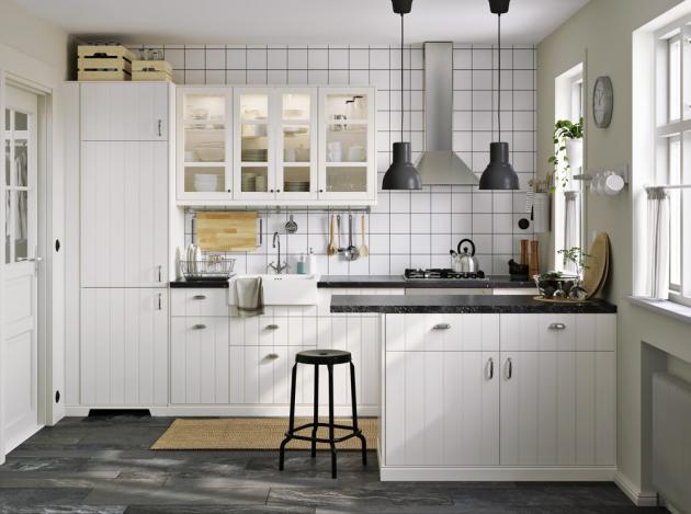 Kovová lakovaná stolička Raskog (IKEA), O sedáku 30 cm, výška 63 cm, cena 499 Kč, www.ikea.cz