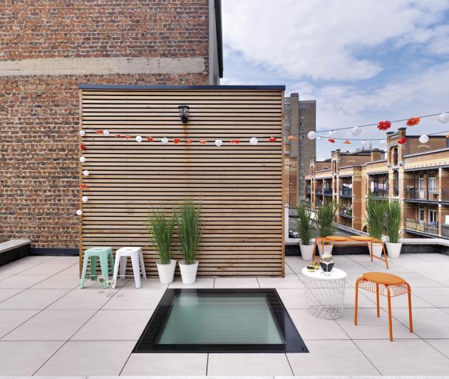 Kromě vzduchu je důležité i přirozené světlo. Pochozí okno pro ploché střechy DXV (Fakro) získalo německou cenu za design 2019, www.fakro.cz