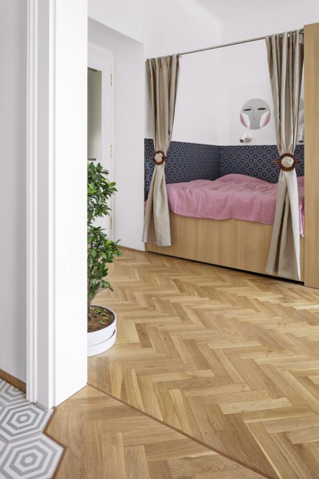 LOŽNICE Místo patra na spaní vymyslela architektka spací box, který zajišťuje pohodlnější způsob vyřešení ložnice