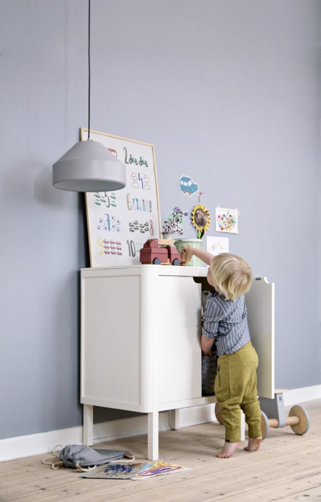 Skříňka/přebalovací pult ze série (Sebra), buk/MDF/dřevo z kaučukovníku, 69 × 74 cm, výška 103 cm, cena na dotaz, www.space4kids.cz
