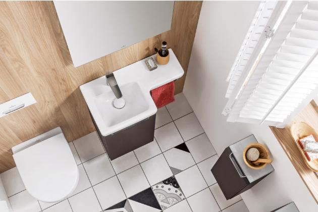 Atypicky tvarované keramické umyvadlo z kolekce Subway (Villeroy and Boch), pravá nebo levá varianta, cena 6 477 Kč, www.siko.cz