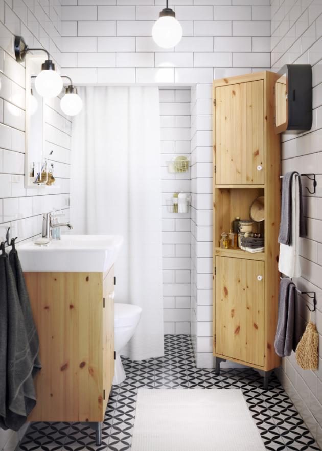 Koupelnový nábytek Silveran (IKEA), masiv/borovice, ceny: vysoká skříňka 2 490 Kč, skříňka s umyvadlem Hamnviken (IKEA), cena 3 940 Kč, www.ikea.cz
