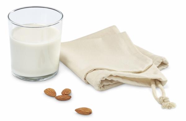 Sáček na přípravu ořechového mléka. Sáček je ze 100% biobavlny. Je na opakované použití a jeho objem je 300 ml. Cena 199 Kč, www.tchibo.cz