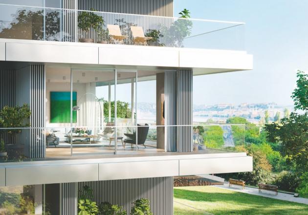 Díky bezprahovému přechodu u posuvného systému Schüco ASE 60 může jít každý obyvatel ven na svou terasu nebo balkon zcela samostatně.