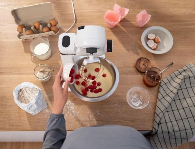 Kuchyňské roboty Bosch MUM Serie 2 mají kompaktní rozměry, ale jsou určené i pro ambiciózní kuchaře. Hodí se do každé kuchyně a lze je snadno kamkoli uložit, když zrovna nejsou potřeba.