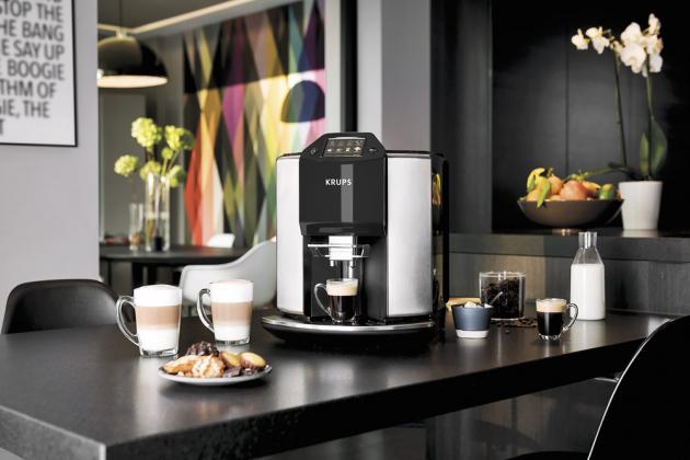 Automatický kávovar New Age EA907D (Krups), 2fázová technologie napěňování, výběr mletí, cena 27 990 Kč, www.krups.cz
