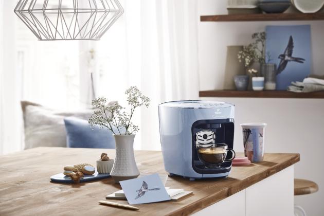 Kávovar Cafissimo Mini (Tchibo), patentovaný systém 3 tlaků, espresso, čaj, cena 2 999 Kč, www.tchibo.cz