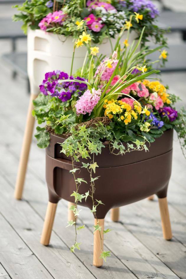 Obvyklá cena vysoké pěstební nádoby URBALIVE (Plastia) je 1 775 Kč, nižší koupíte za 1 745 Kč. Vybírat můžete ze zelené, antracitové, čokoládové a smetanové barvy.