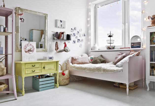 DĚTSKÝ POKOJ Nábytek do dětských pokojíků tvoří směsice nových kousků a pokladů pořízených v bazaru, kterým vtiskla Monika novou tvář. Bílý základ doplňují pastelové barvy