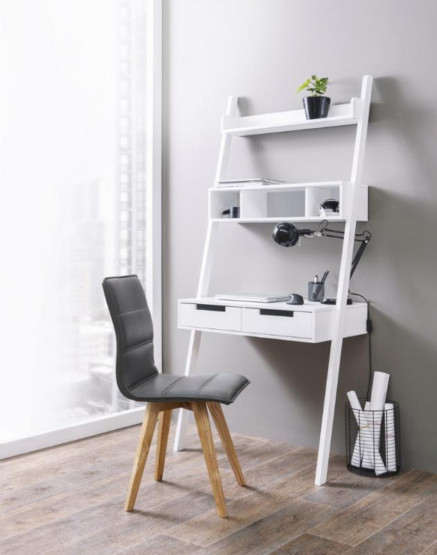 Netradiční pracovnu lze vytvořit se stolem Farela s policemi Erika, 184 × 80 × 47 cm, cena 4 499 Kč, www.bonami.cz