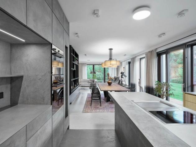 Stěrka Betonepox®je nejen krásná, ale i velmi praktická. Skvěle se uplatní v namáhaných prostorech, jako jsou kuchyně, koupelny či dokonce bazény.