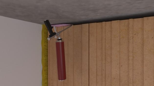 07 Vyzdění do stropu a vyplnění  Vyzdí se stěna až ke stropu. Mezi stropem a stěnou se ponechá mezera vysoká přibližně 20 mm. Spára mezi stropem a zdivem se vyplní protipožární PU pěnou TYTAN B1 (červeno-černá kartuše). Tloušťka spáry může být max. 20 mm.