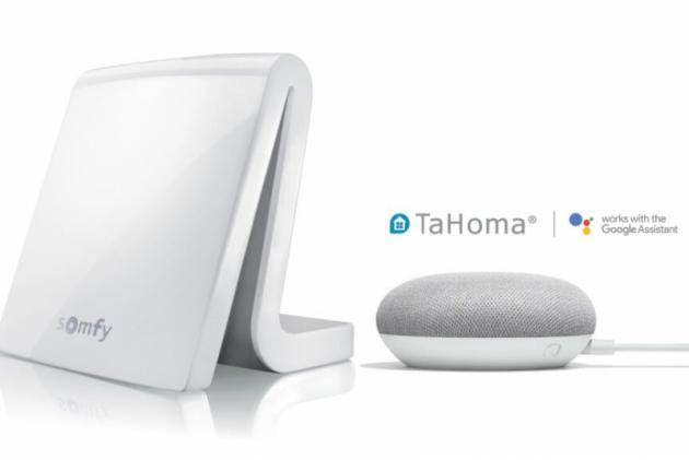 I o dovolené se TaHoma postará o váš klid tím, že dokáže simulovat přítomnost v domě – rozsvěcovat a zhasínat světla v daných intervalech, vytahovat a stahovat rolety či žaluzie.