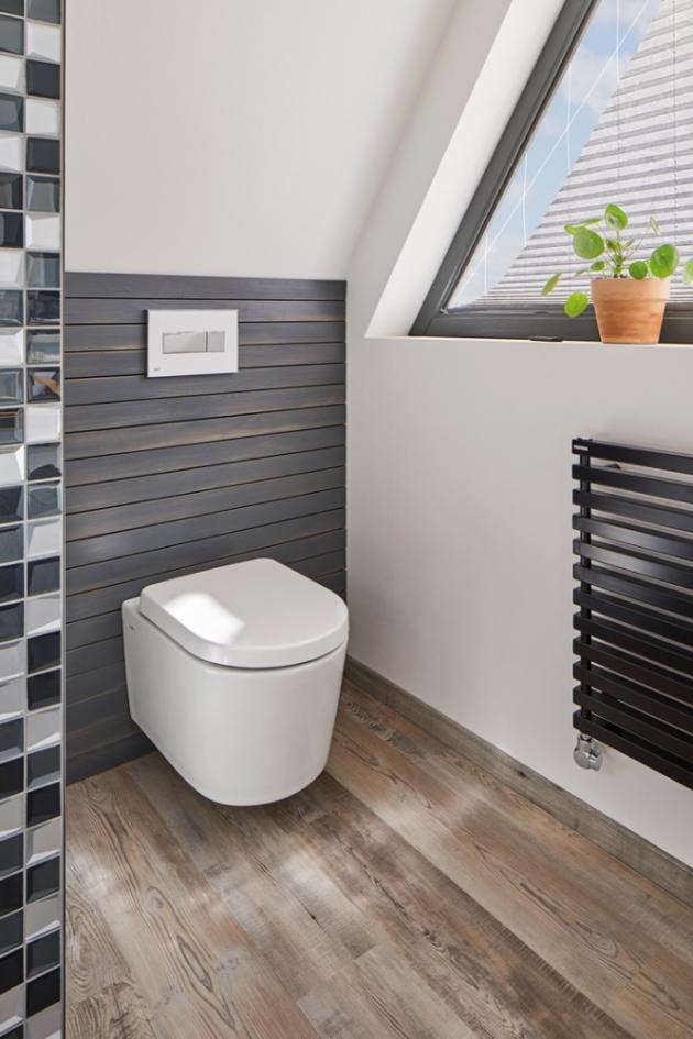 Splachovací ventily jsou vhodné pro všechny typy kombi toalet. Prodávají se ve verzi START STOP anebo jako dvoutlačítkový panel. V případě START STOP jde o jedno tlačítko, kterým se manuálně reguluje objem vody. Jedním stlačením dojde ke spláchnutí a druhým stlačením se splachování zastaví. Dvoutlačítkový panel funguje na podobném principu, avšak objem vody se reguluje volbou tlačítka.