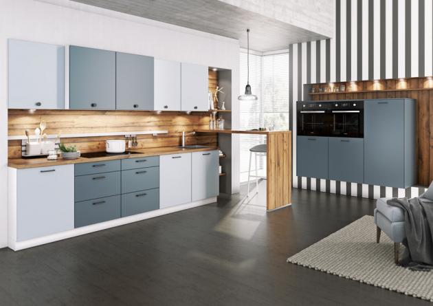 Kuchyňský koncept Almost Blue / sahara (Livanza), základní linka doplněná modulem s vestavnými spotřebiči a barovým pultem, provedení lamino, www.oresi.cz
