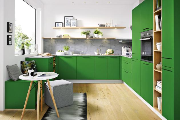 Kuchyňská sestava Biella (Schüller) z řady Schüller C v praktickém tvaru písmene U, odstín mech zelený, satinovaný lak tvrzený UV paprsky, www.schueller.de/cz