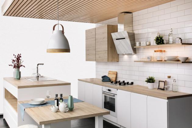 Kuchyňská sestava z řady skandinávsky laděných kuchyní (Siko) má na ostrůvku umístěný dřez v ergonomické vyšší úrovni, materiál lamino/bílá a dřevodekor, www.siko.cz