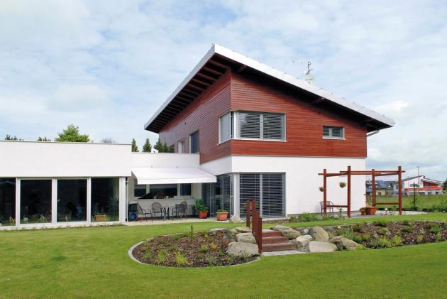Velkou výhodou domů postavených z pálených keramických bloků s vnitřní integrovanou izolací Porotherm T Profi je to, že nemusíte provádět dodatečné zateplení, www.wienerberger.cz