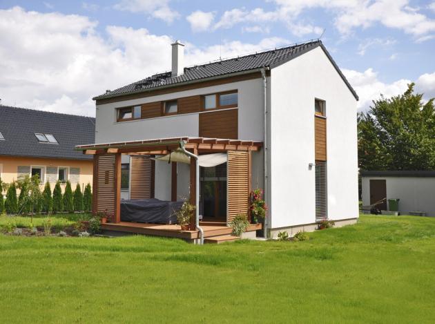 Montované rodinné domy vynikají rychlostí výstavby i přijatelnou pořizovací cenou. Konstrukční systém splňuje tuzemské normy i přísné normy tradičních zemí EU, www.rdrymarov.cz