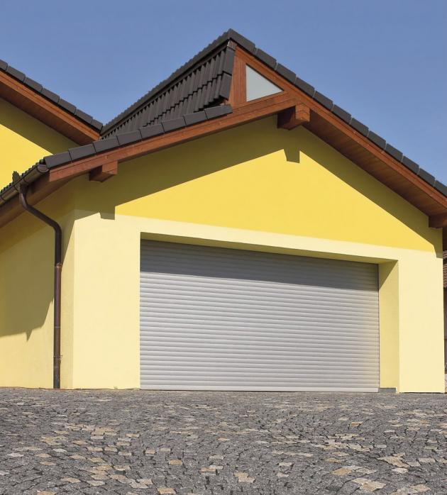 Rolovací garážová vrata šetří místo, těsní a můžete je instalovat i do hotových garáží, které neumožňují stavební úpravy, www.lomax.cz