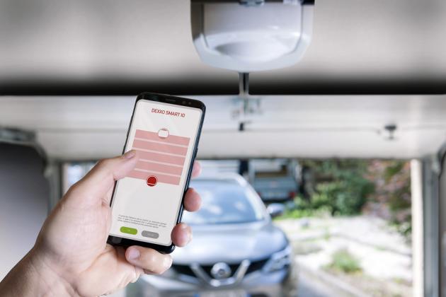 V rámci systému inteligentní domácnosti TaHoma (Somfy) můžete snadno ovládat a kontrolovat stav garážových vrat i pomocí jednoduché aplikace v mobilním telefonu, www.somfy.cz