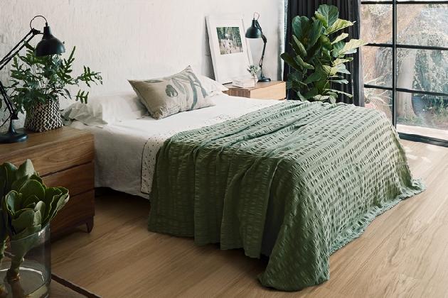 Nová kolekce švédských dřevěných podlahKährs Lifev sobě spojuje krásu a přirozenost dřevěných krytin a vynikající užitné vlastnosti vinylu, především jeho extrémní odolnost a snadnou údržbu.