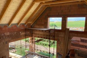Jednovrstvá konstrukce má energetické ambice na pasivní dům