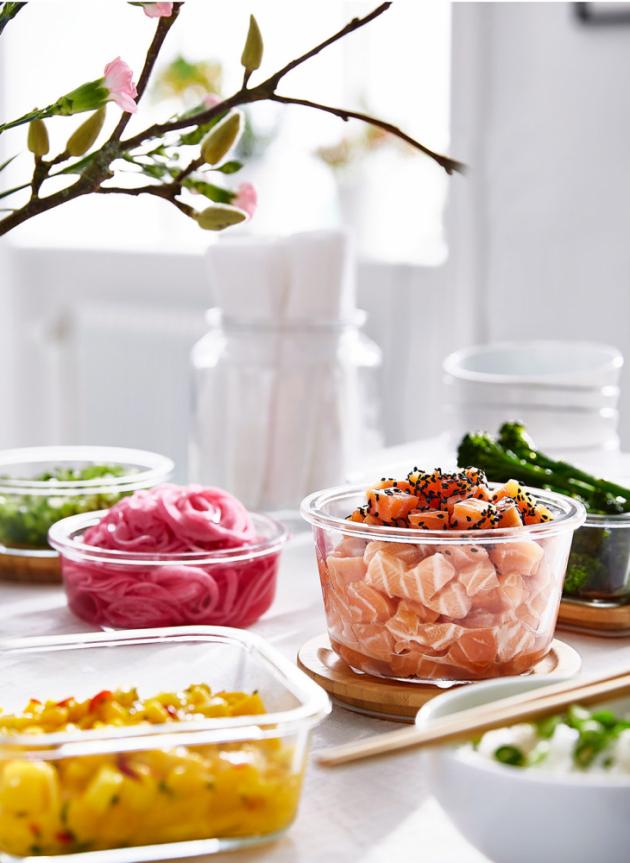 Skleněné dózy na potraviny s víkem ze skla nebo bambusu z kolekce IKEA 365+, cena od 109 Kč, www.ikea.cz