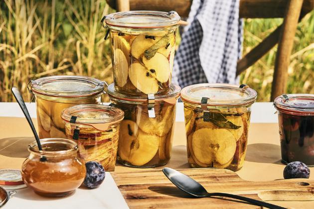 Zavařovací sklenice značky Weck v několika tvarech a objemech s těsnicí gumičkou a klipem, cena od 39 Kč, www.butlers.cz