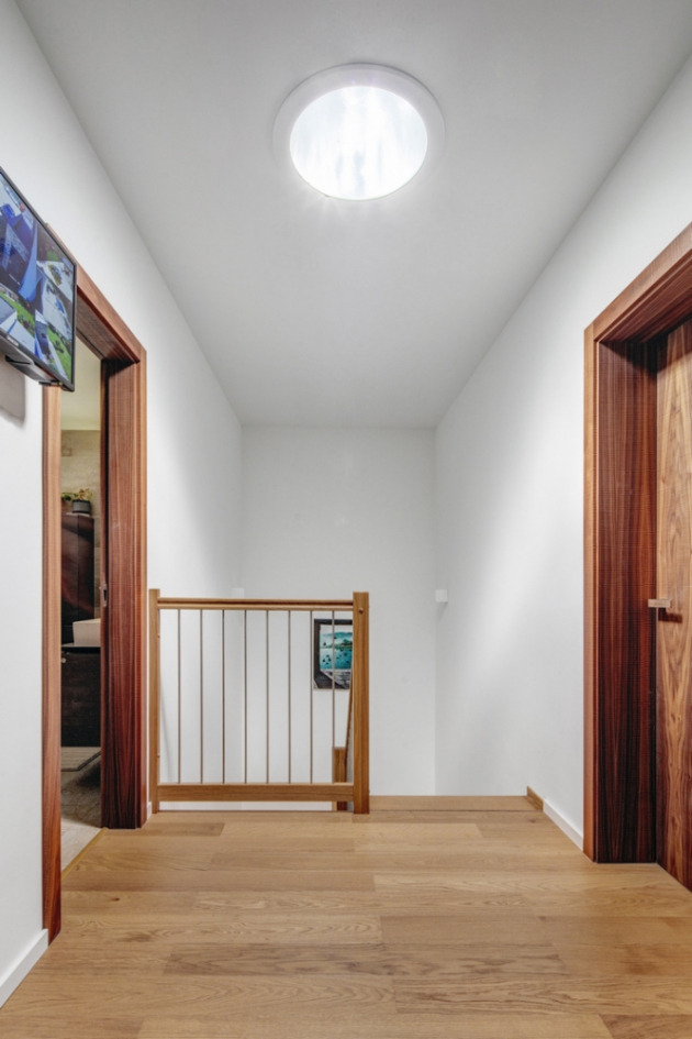 Světlovod v chodbě v horním patře