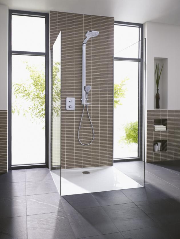 Extra plochá sprchová vanička z kolekce Ultra Flat (Ideal Standard), akrylát s protiskluzovým povrchem, vyrábí se v šířkách 90 až 170 cm, cena od 3 353 Kč, www.koupelny-ptacek.cz