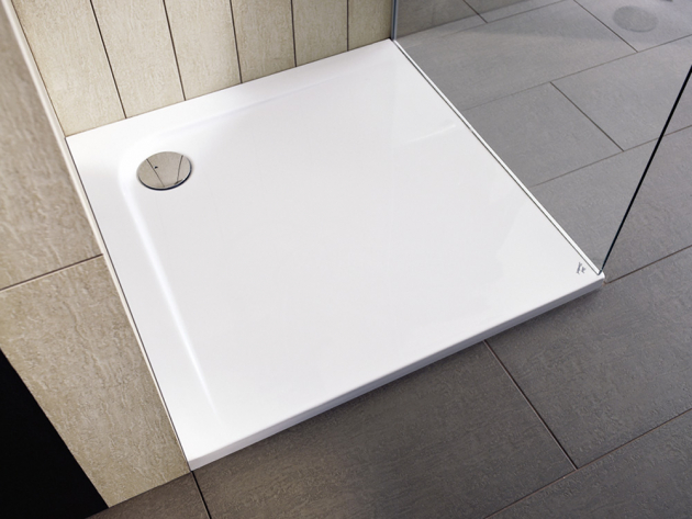 Čtvercová sprchová vanička Ultra Flat (Ideal Standard), akrylát s protiskluzovým povrchem, 90 × 90 cm, cena 9 438 Kč, www.koupelny-ptacek.cz