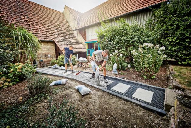 Pokládáme venkovní dlažbu v souladu se zahradou