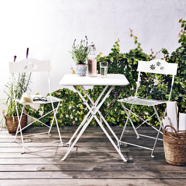 Skládací stůl a židle z kolekce Daisy Jane (Butlers), železo ošetřené práškovou barvou, cena 1 290 Kč a 799 Kč, www.butlers.cz