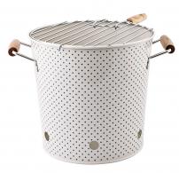 Venkovní přenosný gril (Bloomingville) s kovovým roštem, podstavcem a nádobkou na žhavé uhlíky, cena 1 644 Kč, www.bellarose.cz