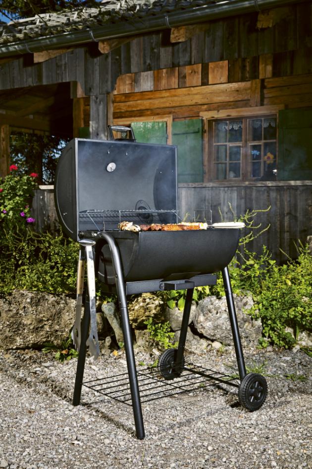 Gril TC Smoker XL (Tenneker) k přímému i nepřímému grilování a uzení, dvě oddělené komory s ocelovými rošty na současnou přípravu až 36 steaků, záruka 10 let, cena 13 790 Kč, www.hornbach.cz