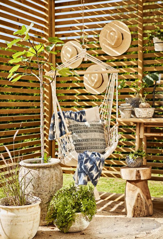 Dokonalý relax nabízí závěsné houpací křeslo, prodává např. Butlers, Bonami, La Siesta