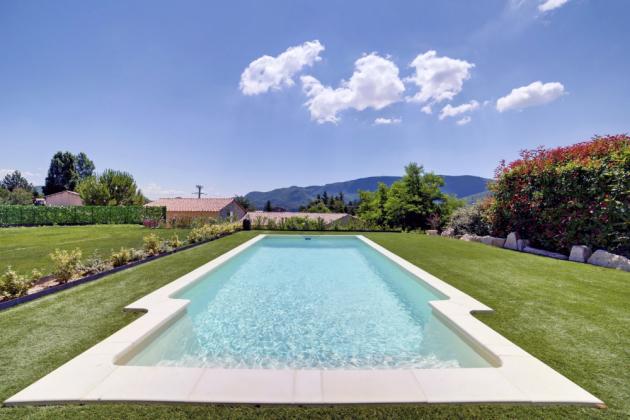 Světovou jedničkou v sortimentu zapuštěných bazénů je značka Desjoyaux. Základem těchto bazénů je velice odolná monolitická samonosná konstrukce, www.desjoyaux.cz