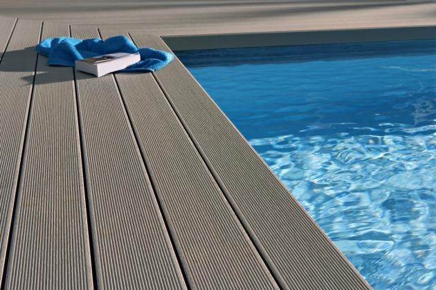 ODOLNÝ KOMPOZIT Kompozitní materiál Twinson je velmi odolný, pohodlný i bezpečný, vše se zárukou až 25 let, cena terasy od 2 000 Kč/m2 (materiál bez montáže), www.twinson.cz