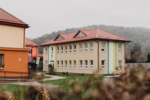 Základní škola s mateřskou školou v Bzenově využívá environmentálně šetrný způsob vytápění a ohřevu vody