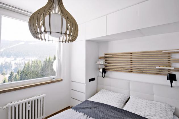 Úložné prostory jsou vyřešené v ložnici rodičů i v dětských pokojích skříněmi vestavěnými podél postelí i nad nimi