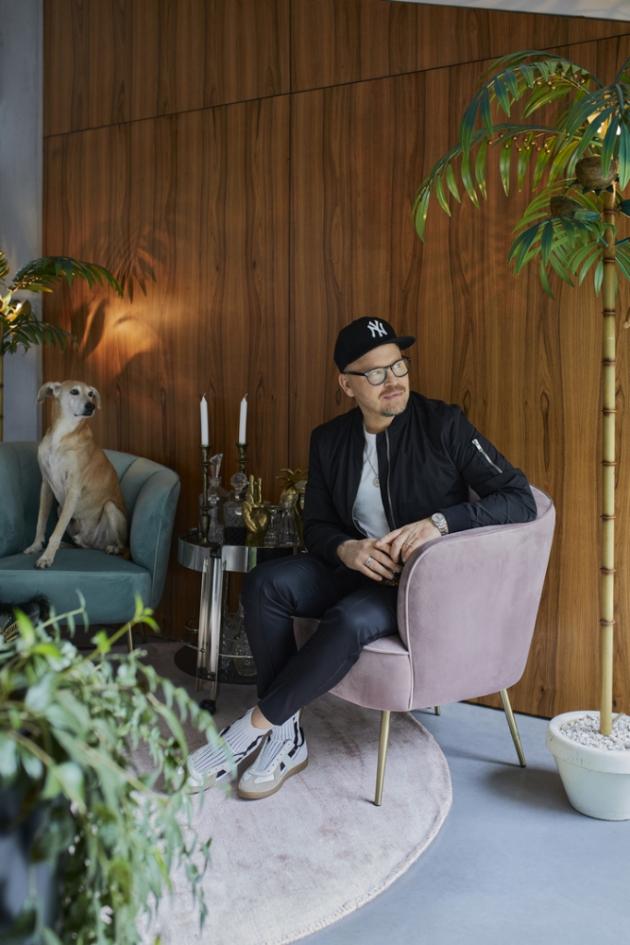 Stylista a kreativní ředitel Armin Morbach žije od roku 2014 v prostorném domě v hamburské čtvrti Hausbruch.