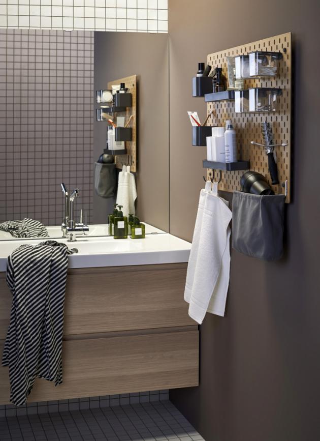 Deska Skadis (IKEA), možnost individuálního zavěšení poliček a dalších odkládacích prvků, cena (bílé provedení) 824 Kč, www.ikea.cz