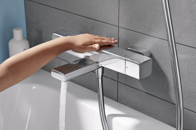 Termostatická baterie Croma E (Hansgrohe), horní a dolní sprcha, termostat, hadice a jezdec, cena 24 357 Kč, www.koupelny-ptacek.cz