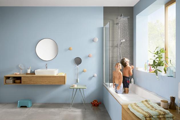 S termostatickou sprchou Croma R Showerpipe 280 1jet (Hansgrohe) si děti užijí sprchování, aniž byste se museli bát, že se opaří, www.koupelny-ptacek.cz
