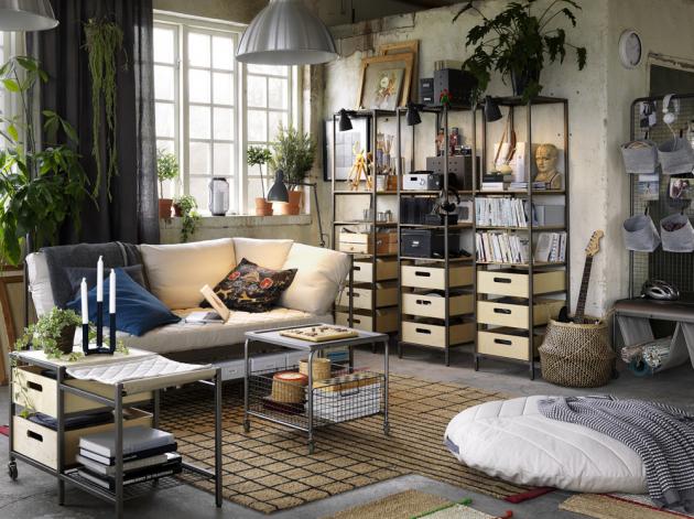 Z kolekce Veberöd (IKEA) je policový díl, cena 3 490 Kč, úložná lavice, cena 1 990 Kč, konferenční stolek Lalleröd, cena 1 990 Kč, www.ikea.cz