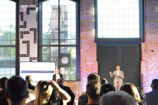 Jméno vítěze i finalistů prestižní soutěže vyhlašované Českou komorou architektů bude známo 11. listopadu 2021 na slavnostním galavečeru ve Foru Karlín.